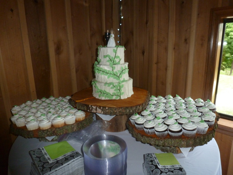 cupcakes with leaf detail